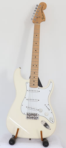 Fender Classic Series 70\'s reissue Stratocaster